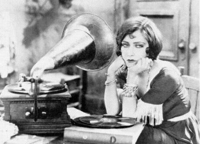 music woman 1920s:30s