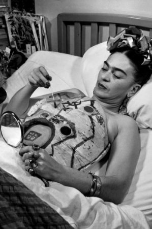 Women of the Eye frida kahlo in_a_hospital_bed_drawing_her_corset_with_help_of_a_mirror_1951_collection_galeria_lopez_quirog_juan_guzman_