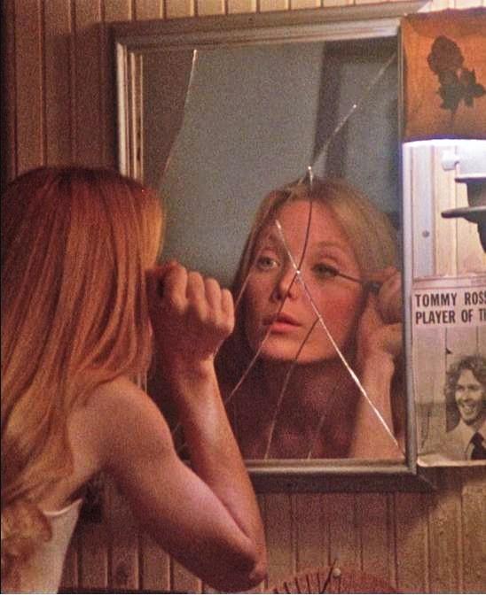 carrie 1976 mirror makeup mirror � sissy spacek the eye