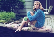 EOF SWEATER GIRLS- Lara Stone VOGUE UK