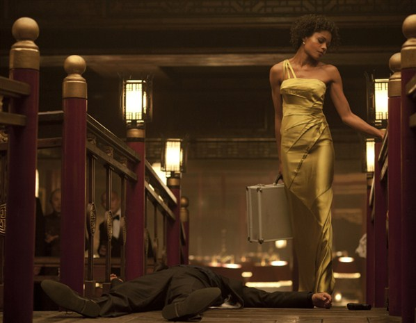 Naomie Harris Gilded Gold in Skyfall