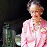 E.O.F. Snapshot of the Day {January 31, 2013} + {STYLE WISE} Lorraine Warren!