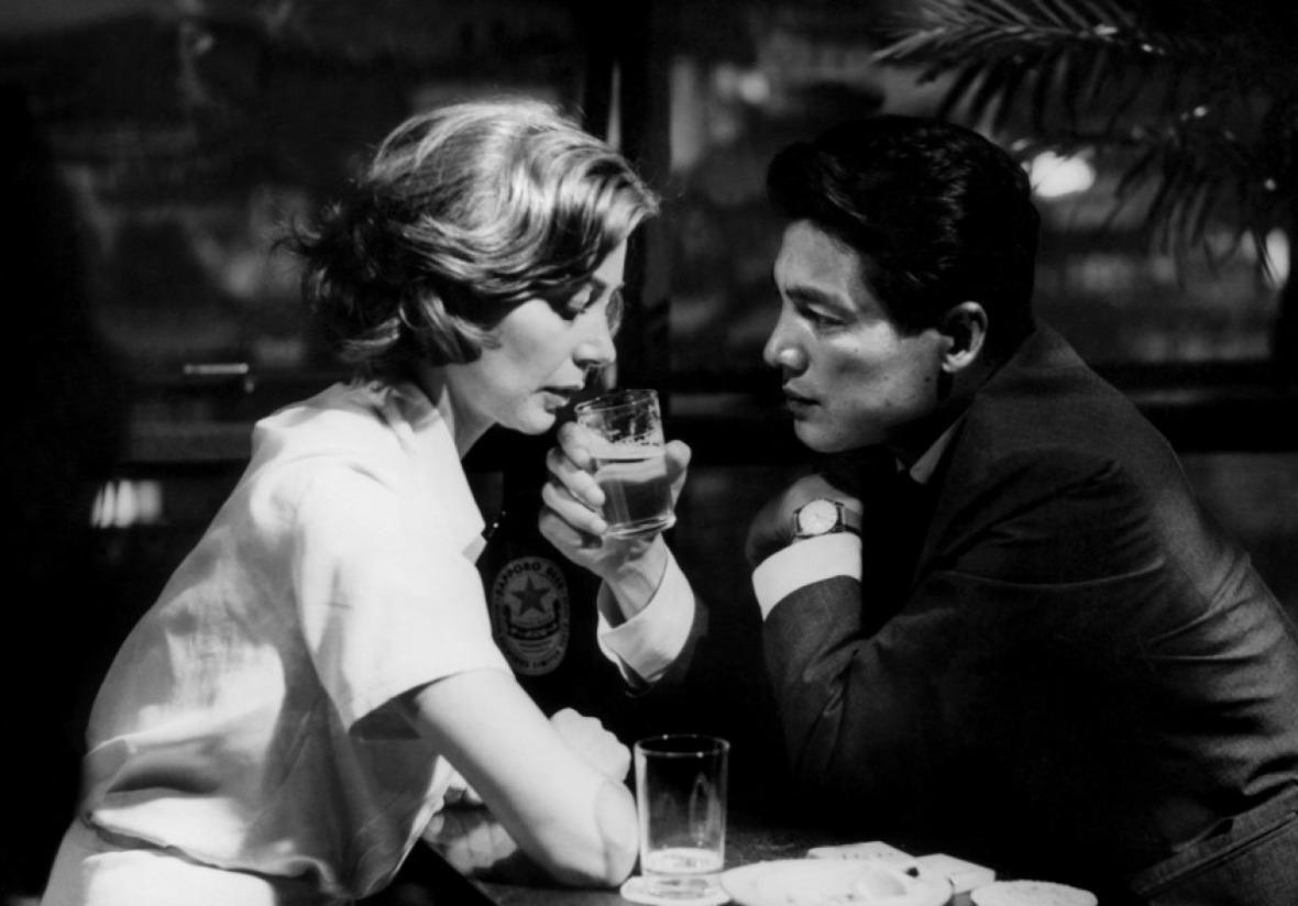 Emanuelle Riva and Eji okada in Hiroshima Mon Amour