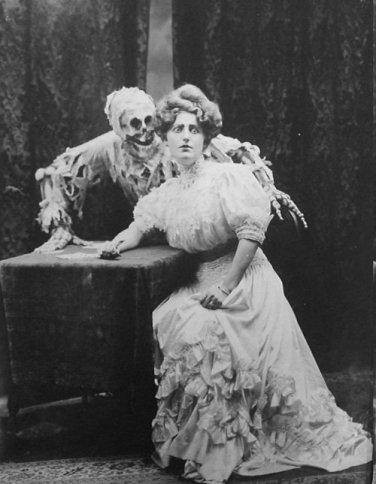 Spooky Victorian Skeleton Spook