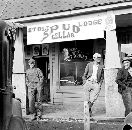 on break at the general store- mens vintage fashion and style workwear inspiration - 1930s