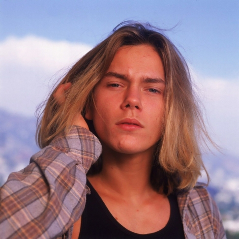 river phoenix is classic cool- elegant rock n roll- who gives a fuck superstar- vintage style inspiration