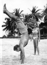 Sean connery - dr no- ursula andress- summer inspiration- vintage- BOND