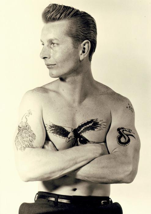 EOF Peacock Eagle Snake Tattoo 1950s Handsome Vintage Style Mens Fashion Rebel Guy