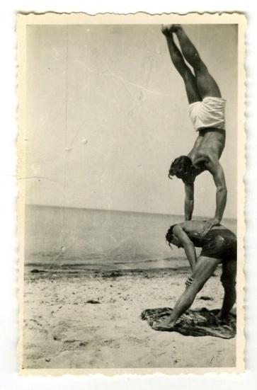 EOF Vintage Menswear- Summer Style - Hand Stand Man