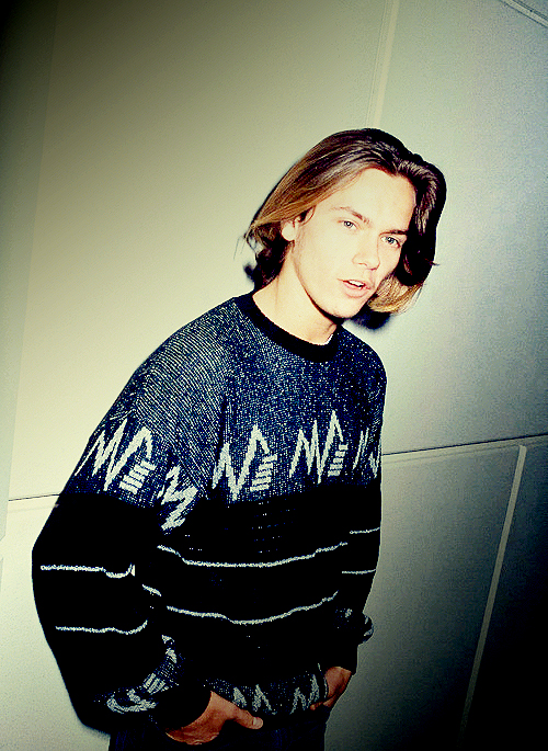 River Phoenix - Academy Award Nomination Ceremony- Graphic Sweater- Cool Guy- Vintage Style Idol