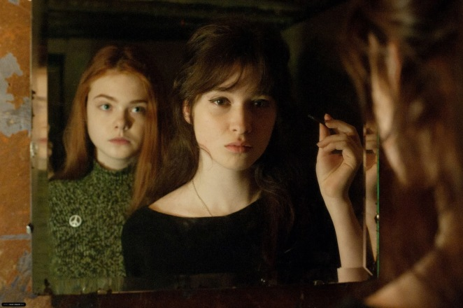 -Ginger-Rosa-2012-Stills-alice-englert-32604089-2048-1363