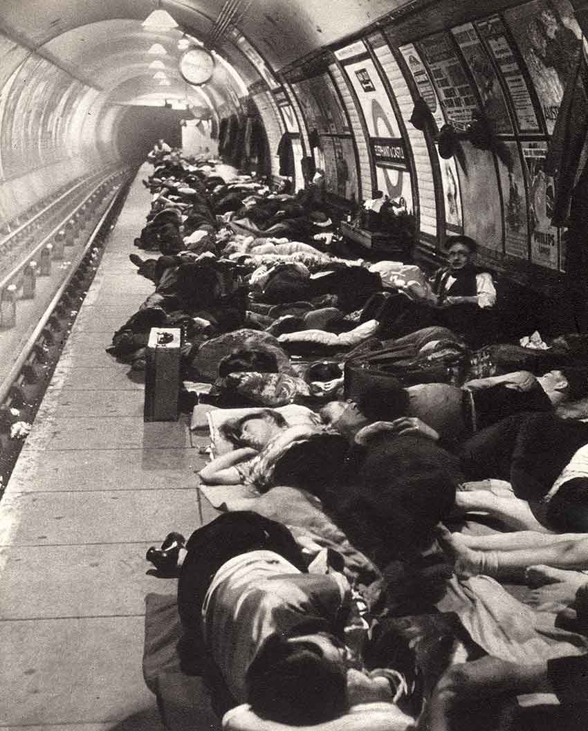 Elephant-and-Castle-tube-station-during-the-Blitz