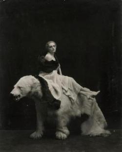 Emilio Sommariva. Femme à l'ours, années 1920