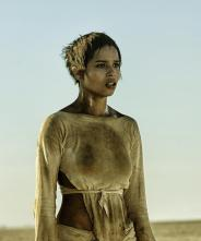 Mad-Max-Fury-Road-5-Wives-Toast-The-Knowing-Zoe-Kravitz