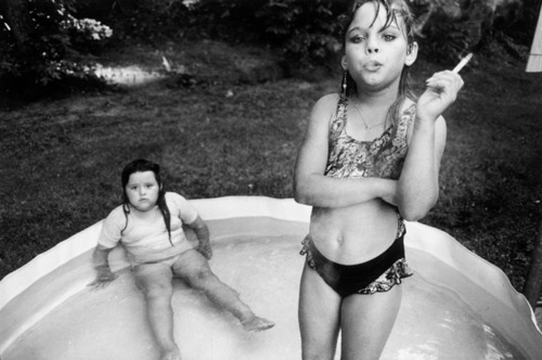 amanda-and-her-cousin-amy-mary-ellen-mark-photography-iconic-fashion-man-i-feel-like-a-woman-vintage-style-inspiration-the-eye-of-faith-bad-ass-androgyny-birth-of-modernity
