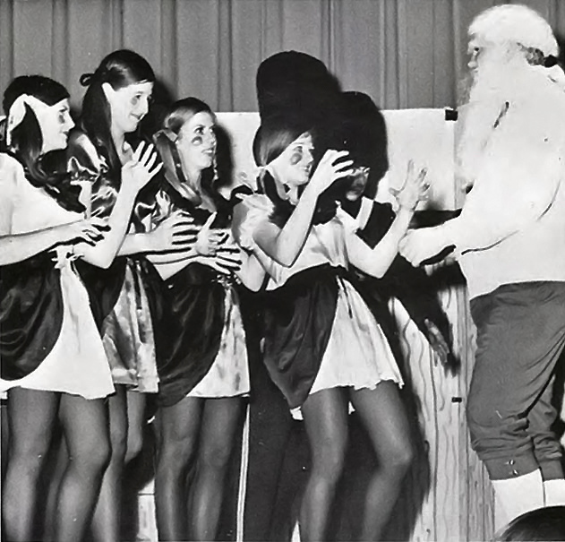 black-white-photos-of-santa-claus-with-girls-in-mini-skirts-in-the-past-11