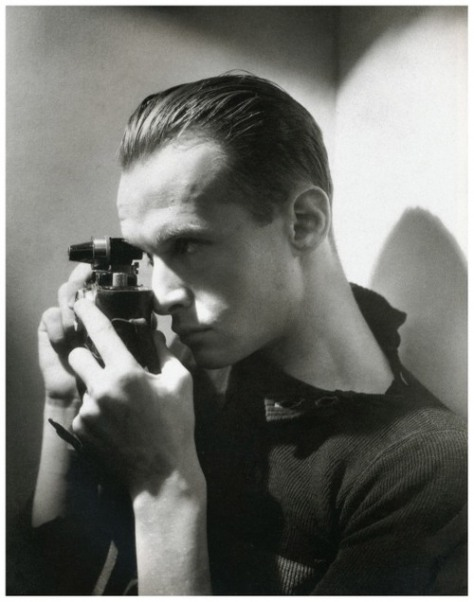 e-o-f-snapshot-of-the-day-december-6-2016-photographer-henri-cartier-bresson-1933-by-george-hoyningen-huene-vintage-mens-style-inspiration-the-eye-of-faith-faith-fashion-blog