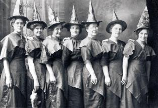 25 WEIRD CREEPY HALLOWEEN COSTUMES PHOTOS- THE EYE OF FAITH VINTAGE BLOG 14