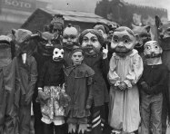 25 WEIRD CREEPY HALLOWEEN COSTUMES PHOTOS- THE EYE OF FAITH VINTAGE BLOG 2