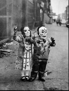 25 WEIRD CREEPY HALLOWEEN COSTUMES PHOTOS- THE EYE OF FAITH VINTAGE BLOG 22