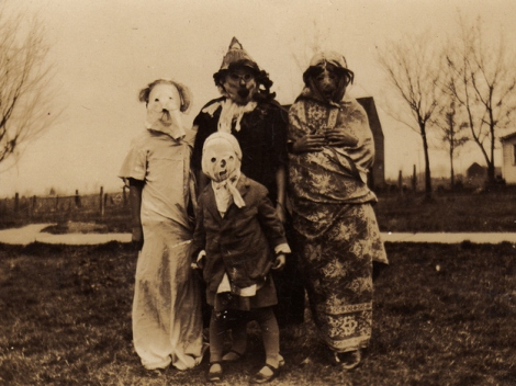 25 WEIRD CREEPY HALLOWEEN COSTUMES PHOTOS- THE EYE OF FAITH VINTAGE BLOG 24