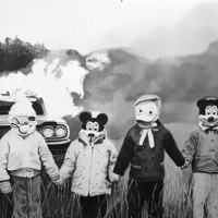 25 WEIRD CREEPY VINTAGE HALLOWEEN COSTUME PHOTOS!