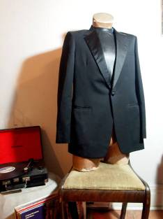 The Eye of Faith {Vintage} Blog Shop - Mens Vintage 1960s Black Tuxedo Dapper Dandy Chic Sophisticated Playboy Party Tuxedo Jacket w: Paisley Lining- 1