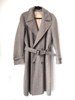 the eye of faith vintage blog shop- style inspiration- vintage grey wool coat- self-conscious guy