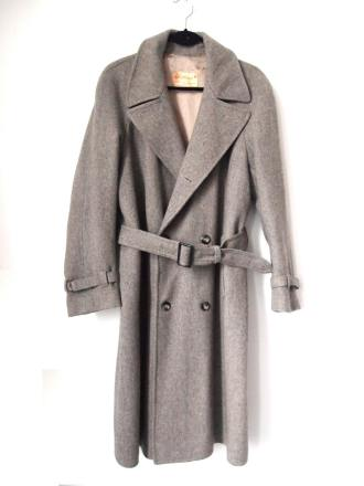 the eye of faith vintage blog shop- style inspiration- vintage grey wool coat- self-conscious guy