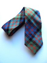 the eye of faith vintage blog shop- style inspiration- vintage tartan plaid tie- self-conscious guy