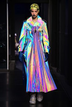 The Eye of Faith Vintage Blog Shop - Style Inspiration - Retro Future 90s Fashion- Maison Margiel Couture AW 2018- Hologram Trench