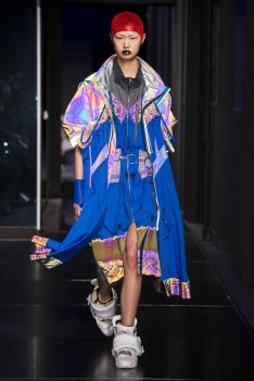 The Eye of Faith Vintage Blog Shop - Style Inspiration - Retro Future 90s Fashion- Maison Margiela Couture AW 2018- Bad Ass Holographic Sci Fi Realness