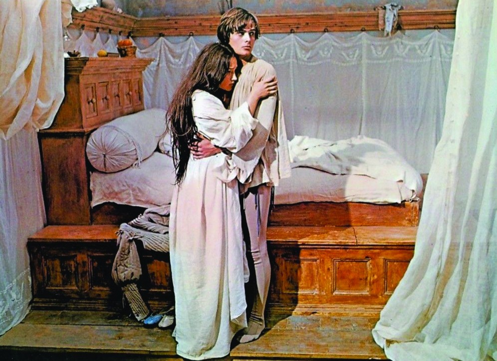 The Eye of Faith Vintage Blog Shop- Style Inspiration- Romeo and Juliet- Olivia Hussey Leonard Whiting - 1967 1968 Zefferilli Film- Medieval Fashion Romantic Linen