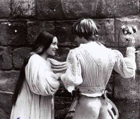 The Eye of Faith Vintage Blog Shop- Style Inspiration- Romeo and Juliet- Olivia Hussey Leonard Whiting - 1967 1968 Zefferilli Film- Romeo Style Fashion 3- Nice Butt
